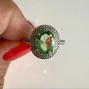Gorgeous green oval ring 8